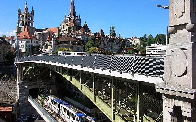 The Charles-Bessières bridge with a Lausanne Metro car.