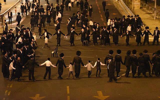 Thousands of Charedim protest against the construction work. Photo by: Reuven Kastro
