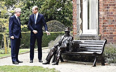 MP Ian Austin and Prince William unveil the statue of Frank Foley