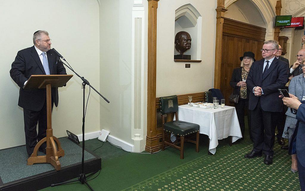 Rabbi Barry Marcus addressing the meeting   credit: Graham Chweidan