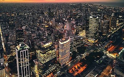 Buenos Aires (Source: Wikimedia Commons - via https://www.flickr.com/photos/deensel/40774240522/)