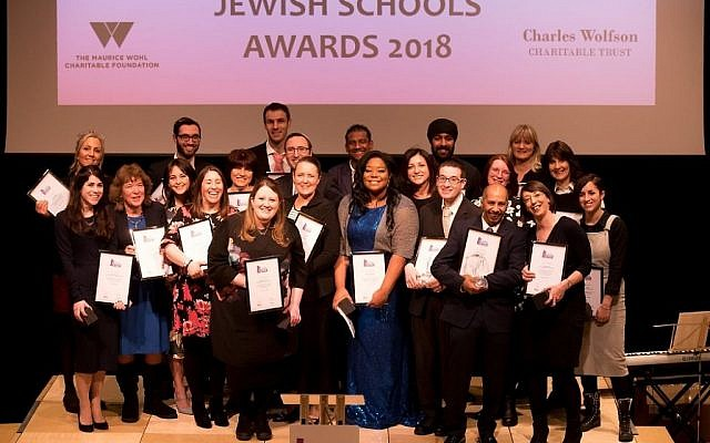 Apples all round! The happy line-up at the 2018 Jewish Schools Awards winners ceremony!