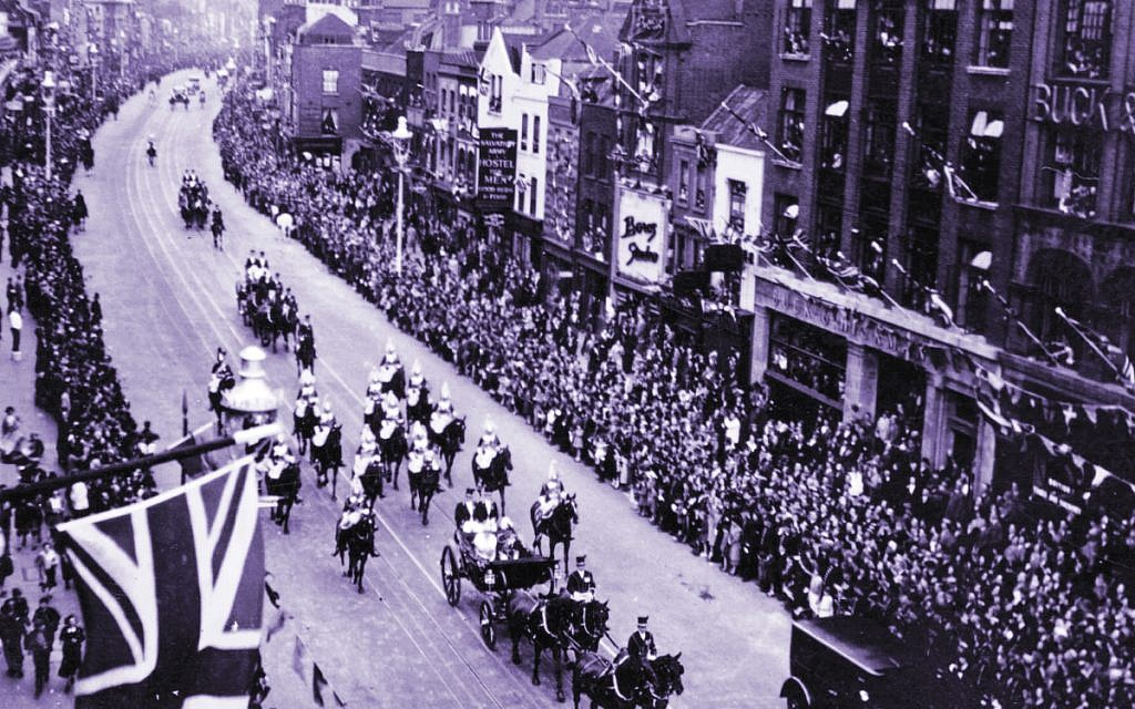 Crowds watch King George V ride through Whitechapel Road in 1935