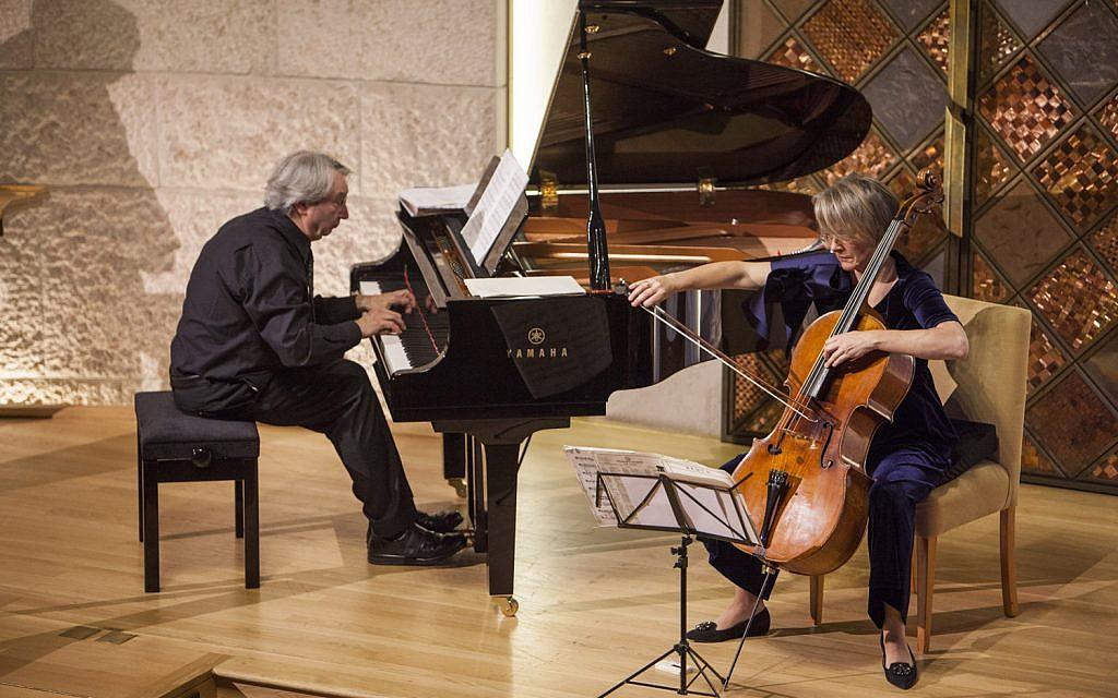 Cellist Friederike Fechner and pianist Mathias Husmann play