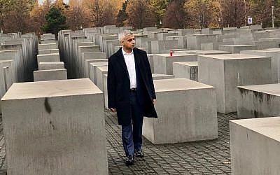 Mayor of London paying his respects at Berlin's Memorial to the Murdered Jews of Europe