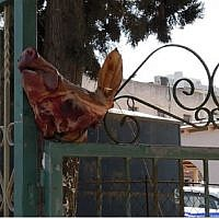 The severed pig's head at the entrance of the synagogue. Picture: Police Spokespersons Unit