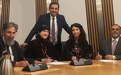 SCoJeC director Ephraim Borowski (left) signed the document backing greater co-operation with the Muslim community in Scotland