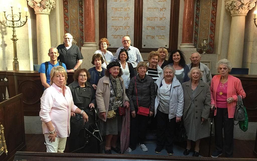 Visiting the Shaaré Tikvah Synagogue, Lisbon