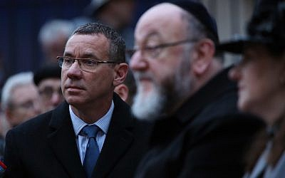 Israeli Ambassador Mark Regev and Chief Rabbi Ephraim Mirvis during a ceremony to mark 80th anniversary of first Kindertransport in Hope Square, London.  Photo credit: Yui Mok/PA Wire