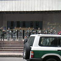 Colombian National Policemen guarding the Colombian Inspector General's building.. Source Wikimedia Commons/Louise Wolff (darina)