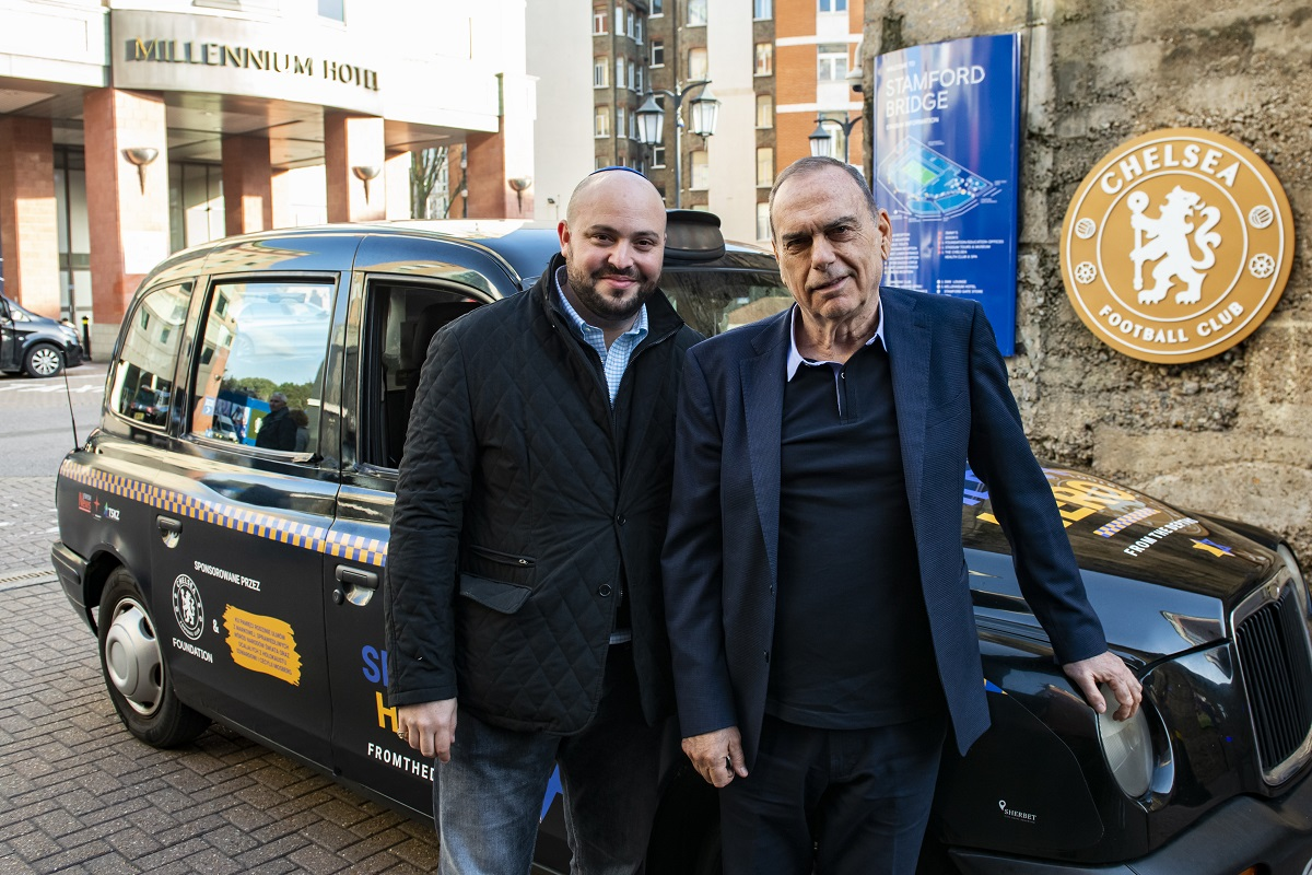 Jonny Daniels alongisde former Chelsea boss and FTD Honorary president Avram Grant outside the HQ of the London club