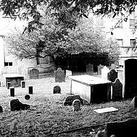 The first Cemetery of the first Spanish and Portuguese community Synagogue (Shearith Israel, active 1656-1833), Manhattan, New York City. Source: WIkimedia Commons. Author: DavidPina