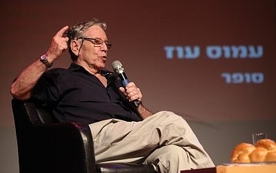 (FILE) - Israeli author Amos Oz speaks at Tel Aviv Museum , 4 October 2013 (reissued 28 December 2018). The award-winning Israeli writer Amos Oz died at the age of 79 after suffering from cancer on 28 December 2018. Photo by: Gideon Markowicz-JINIPIX