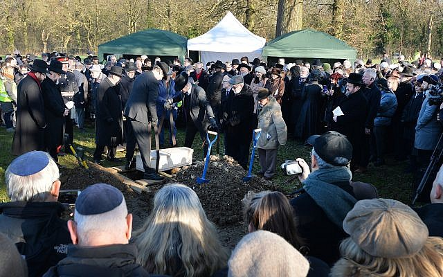 A coffin with the remains of six unknown Jews murdered at Auschwitz, being buried at the United Synagogue's New Cemetery in Bushey. Photo credit should read: John Stillwell/PA Wire