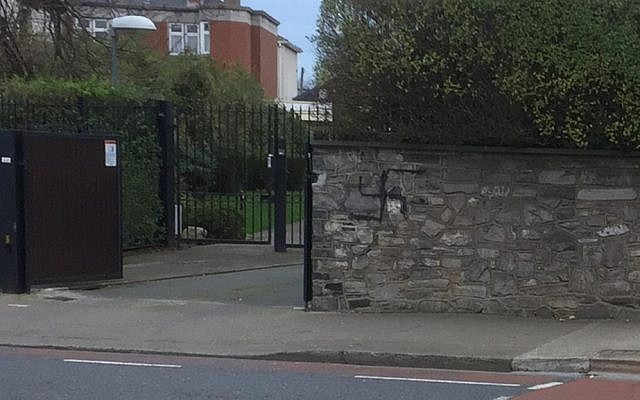 Swastika pictured on the outside of the synagogue. Source: Coordination Forum for Countering Antisemitism