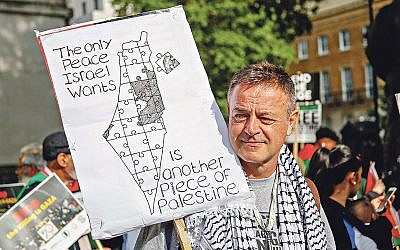 Anti-Israel protester makes his views known in central London  (Photo by Alex Cavendish/NurPhoto/Sipa USA)