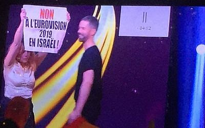Anti-Israel protesters disrupt Netta's performance  (Screengrab/France 2 via i24NEWS)