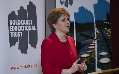 First Minister Nicola Sturgeon pledging her support for HET's work