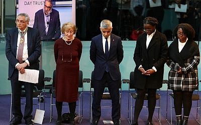 Tony Arbour, Susan Pollack, Sadiq Khan, and two young students who read passages during the ceremony, bow their heads in remembrance during the ceremony.