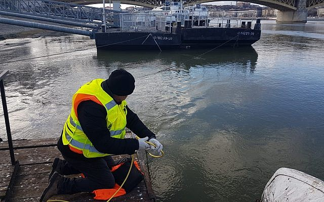 Zaka volunteers during the first phase of the search along the Danube river floor. Photos credit ZAKA