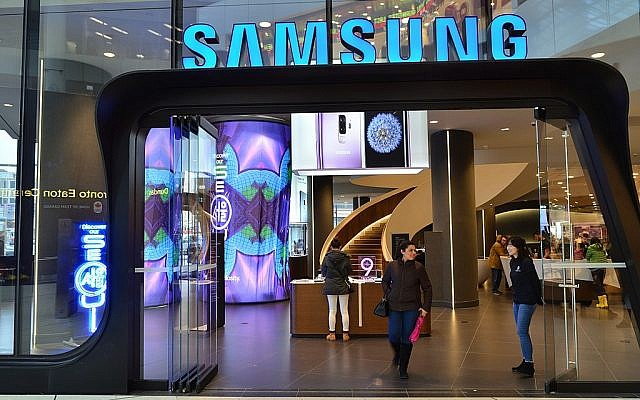 Samsung shop front. (Source: Wikimedia Commons. Raysonho @ Open Grid Scheduler / Grid Engine)