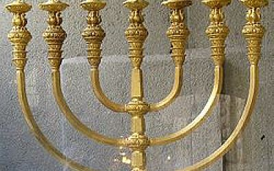 A reconstruction of the Menorah of the Temple created by the Temple Institute (Wikipedia/Author: The Temple Institute, Jewish Quarter, Jerusalem.)