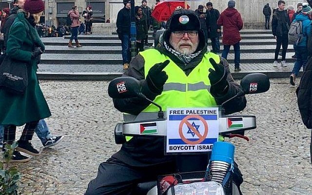 Van Norren on his Israeli-made scooter (@koningsveld on Twitter)