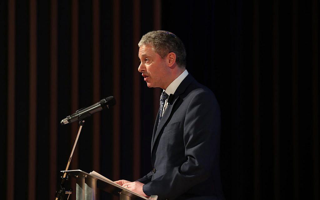 Simon Johnson hosting the Jewish Schools Awards (Marc Morris Photography)