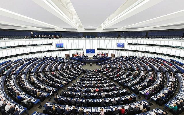 The Parliament's hemicycle during a plenary session in Strasbourg. (Wikimedia/Photo by DAVID ILIFF. License: CC-BY-SA 3.0)