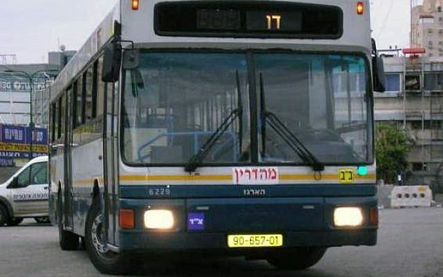 A Dan bus labelled mehadrin, which served the ultra-Orthodox neighbourhoods in the city of Bnei Brak. Photo taken in January 2006. (Wikimedia/קהילות יעקב)