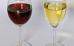Red and white wine, often produced in the West Bank and Golan heights . (A.Savin (Wikimedia Commons · WikiPhotoSpace))