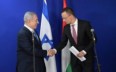 Benjamin Netanyahu with Hungary's foreign minister foreign Minister Peter Szijjarto at the dedication ceremony
