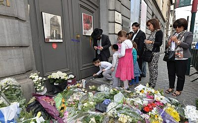 Jewish people at the museum's entrance the day after the killings