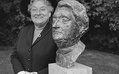 Unveiling bust of Mrs. Wijsmuller in Princess Beatrixoord in the Oosterpark, Amsterdam, 1965.