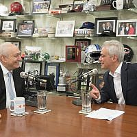 From L-R, Chemi Peres with Mayor Rahm Emanuel