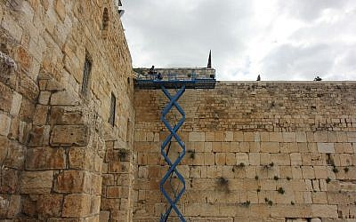 Cherry picker checking the Western Wall structure