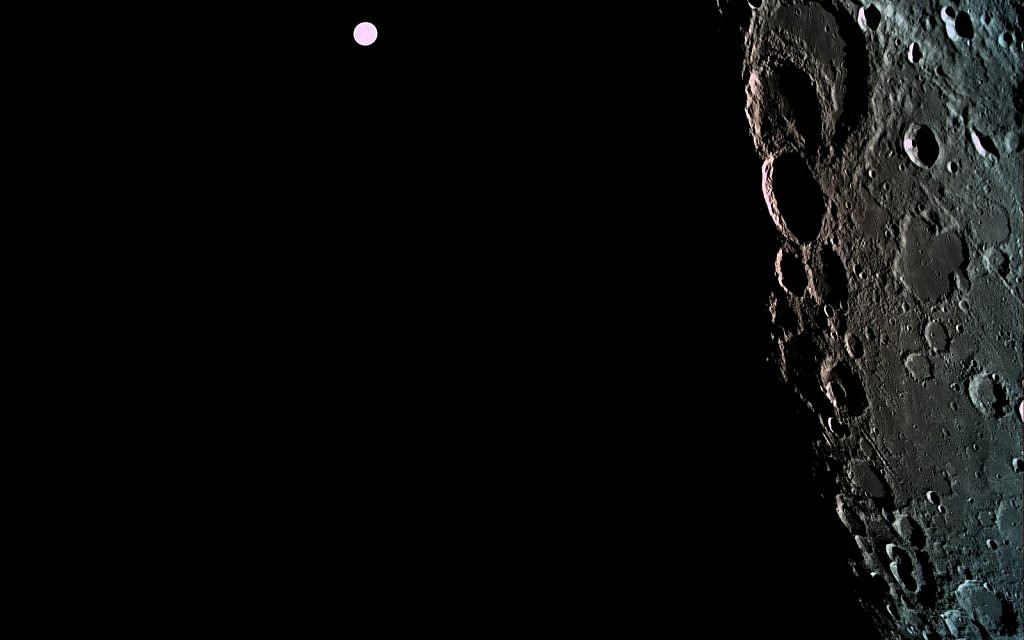 A picture of the far side of the moon with Earth in the background- also at 470 km from the moon.   (Photo credit: Eliran Avital)