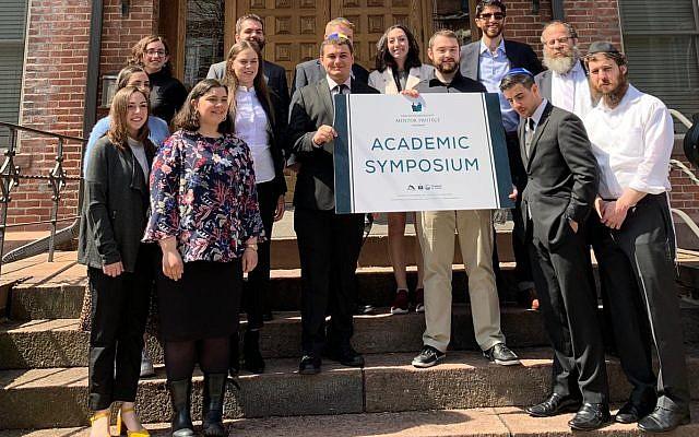 Left to Right: Rabbi Dubi Rabinowitz, director of the Sinai Scholars Society; Prizewinner Talia Misan; Dr. Lawrence Schiffman, professor of Hebrew and Judaic Studies at NYU