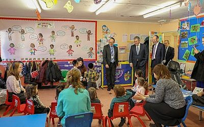 Brandon Lewis visited the Side by Side school in Stamford Hill, December 2018