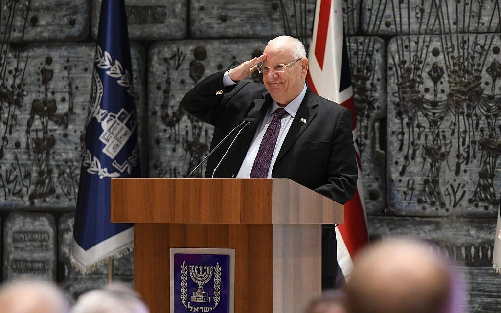 Israel's president Reuven Rivlin saltes members the Veteran Games teams.