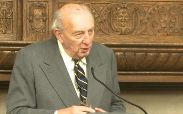 John Lukacs delivering a lecture at Eastern University in 2009 / YouTube