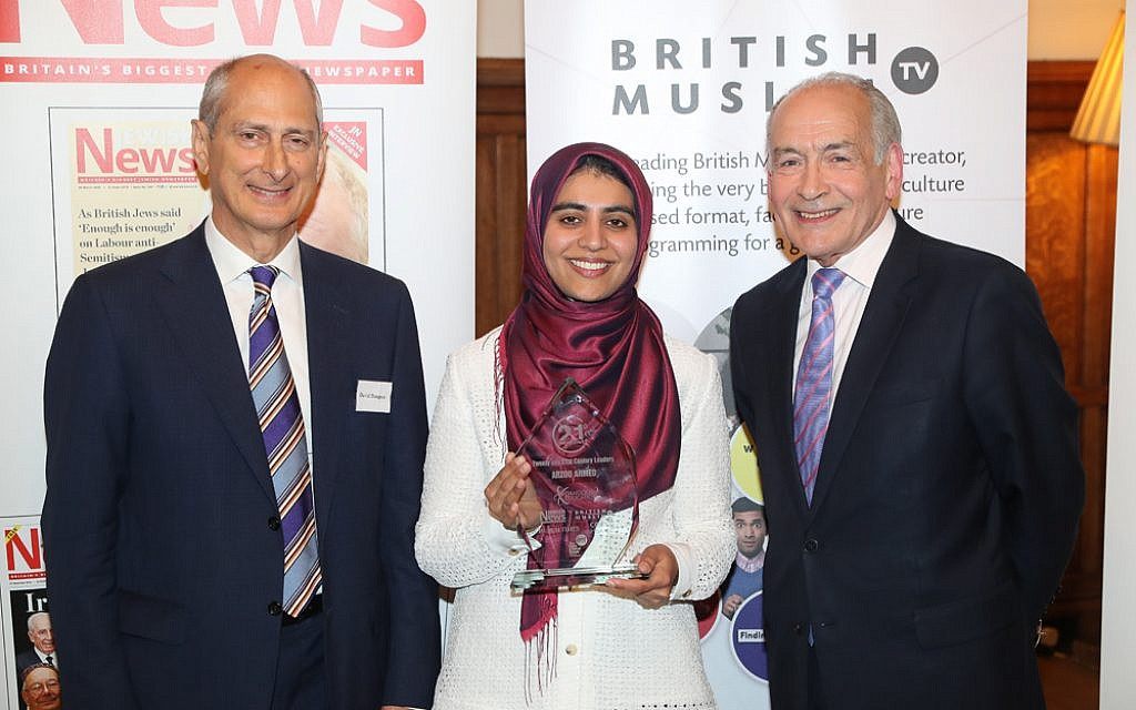 Arzoo Ahmed receiving her award at the Interfaith 21 for 21 ceremony. (Marc Morris Photography)