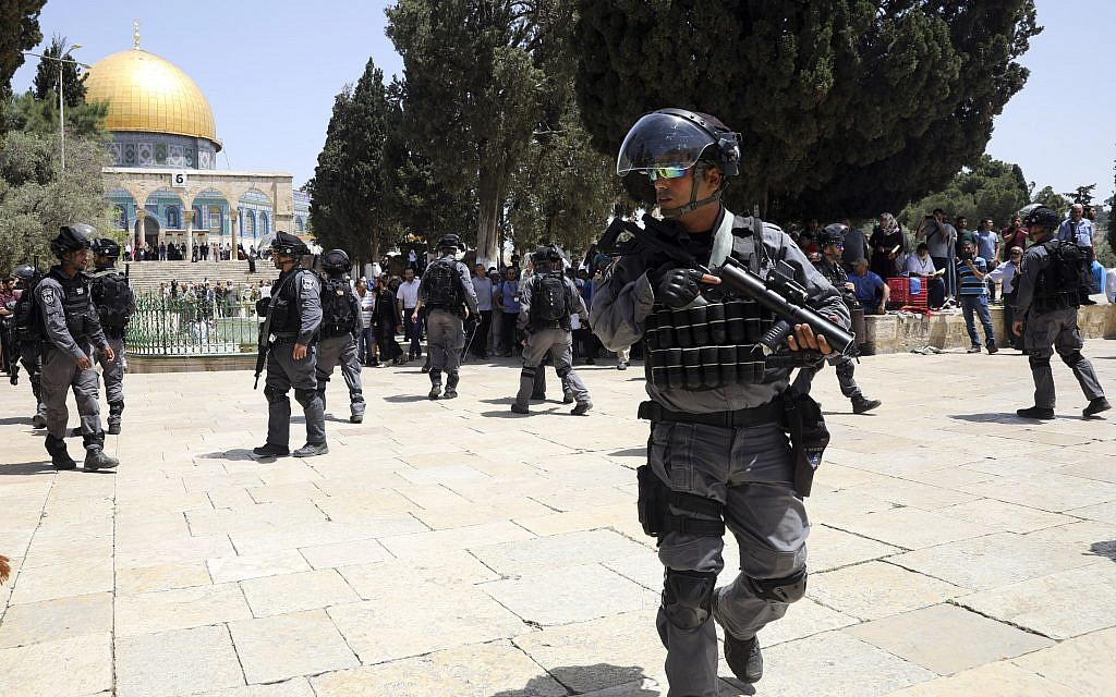 Muslim worshipers chant about killing Jews by Jerusalem's Temple Mount