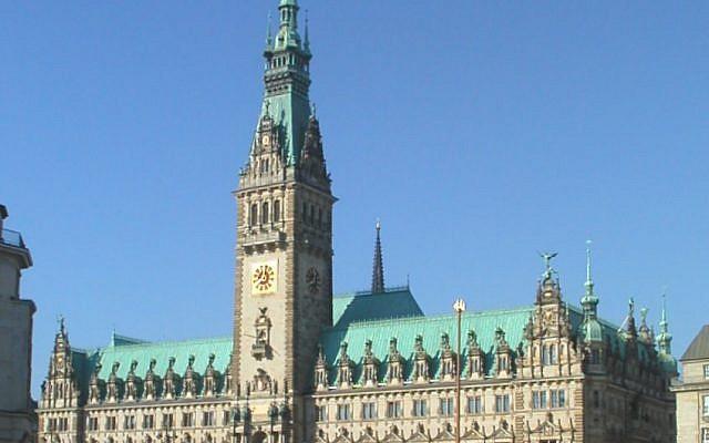 Hamburg city hall (Credit: Abubiju, Wikipedia)