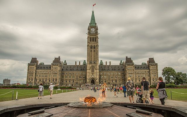 Canadian Parliament (Wikipedia/ Source:Centre Block and Centennial Flame. AuthorTony Webster - https://www.flickr.com/photos/diversey/14766251442/)