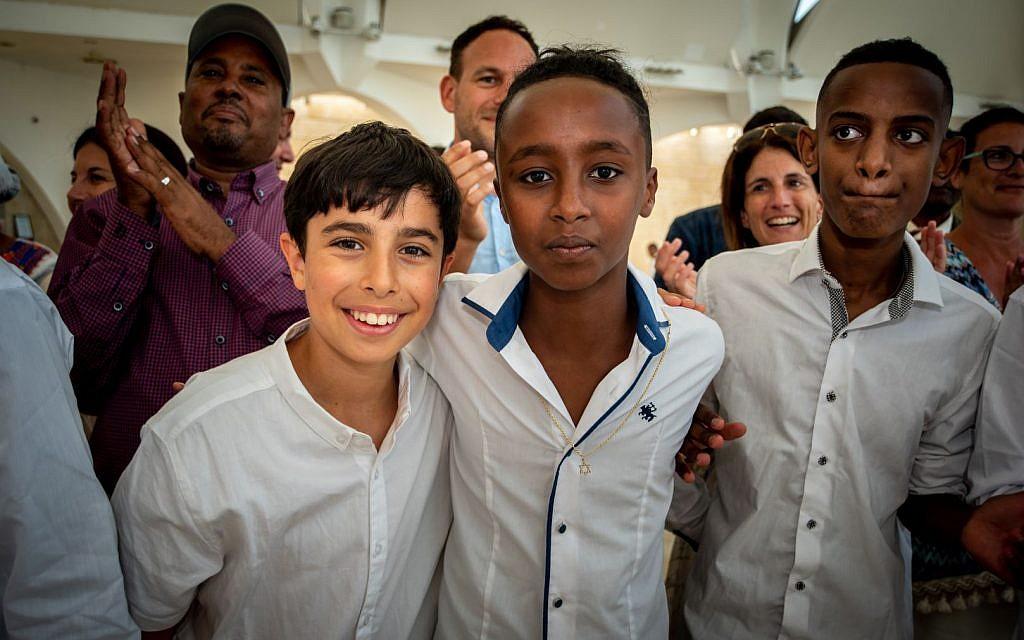 British and Ethiopian-Israeli teens together on the UJIA's Bar Bat Mitzvah Programme (EBBM)  (Photo credit: Neil Mercer)