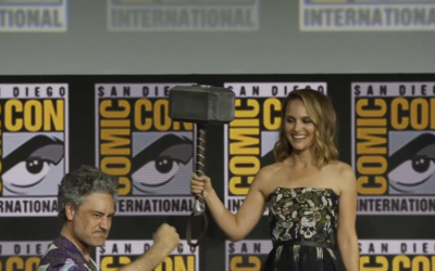 Natalie Portman accepting Thor's hammer (Screenshot from Variety - https://www.youtube.com/watch?v=40OqrZQuDIM)