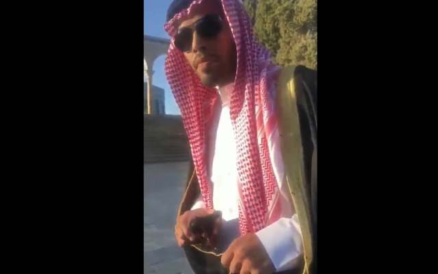 Mahmoud Saud being filmed, while verbally and physically attacked, during a visit to Temple Mount. (Screenshot from Twitter)