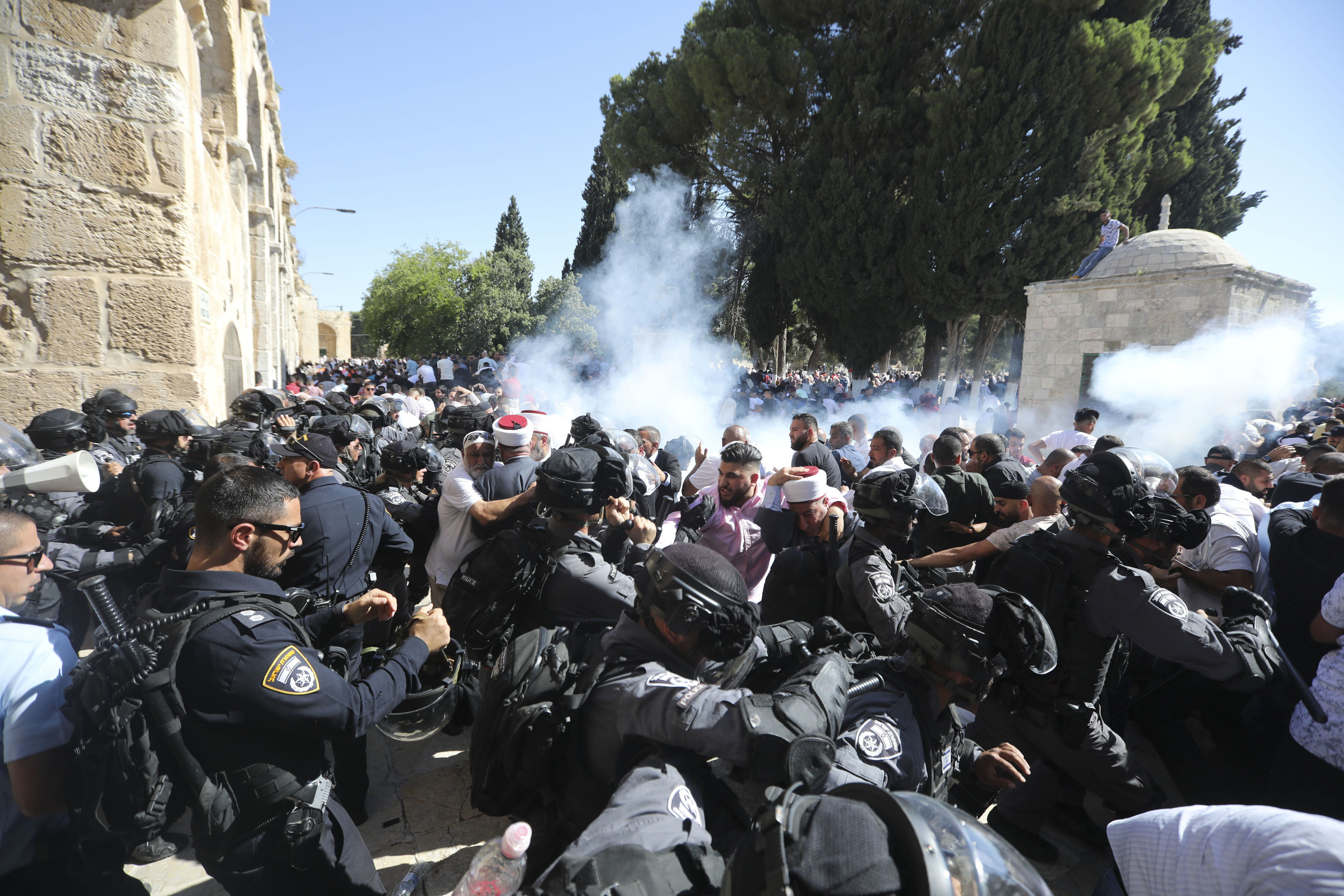 Palestinians clash with Israeli police as Tisha B'Av and Eid