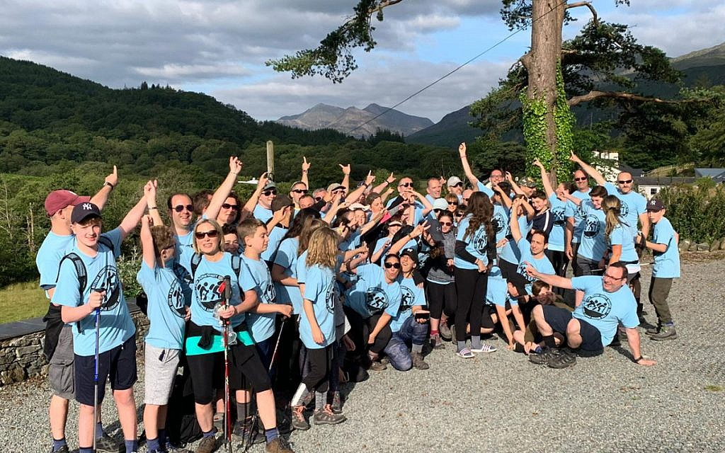 The 2019 bnei mitzvah group just before their Snowdon climb